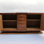 1746-Buffet SM Maxime Old cuir rouge00004