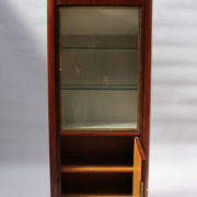 1749-vitrine haute SM Maxime Old cuir rouge 00003