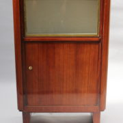 1749-vitrine haute SM Maxime Old cuir rouge 00005
