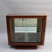 1750-Vitrine basse SM Maxime Old cuir rouge 00002