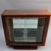 1750-Vitrine basse SM Maxime Old cuir rouge 00004