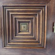 1491_Petit_buffet_vitrine_donne_a_Maxime_Old_19__z