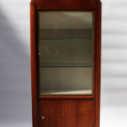 1749-vitrine haute SM Maxime Old cuir rouge 00001