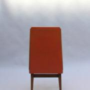 1673-6 chaises orange compas10